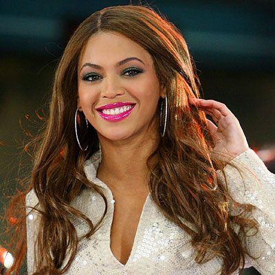 Beyonce Knowles  İster parlatıcılı olsun, ister satensi, parlak renkleri kullanarak Beyonce gibi tüm bakışları kendine çevirebilirsin.
